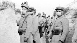 _72445792_french_troops_gas_mask_pa